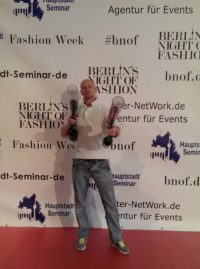 daniel mit zwei t-shirt kanonen fashion week berlin bnof